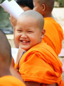 Thai_buddhist_monk_smile1-500x666